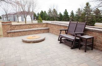 Paver patio design with fire pit